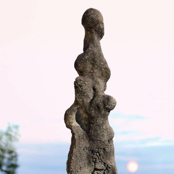 No.16 両脇に子を抱く男の立像